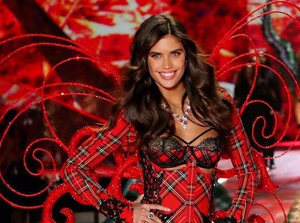 WHAT HAIRSTYLES WERE OUTSTANDING AT THE VICTORIA'S SECRET FASHION SHOW 2018?